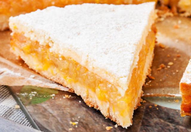 Апельсиново-яблучний пиріг