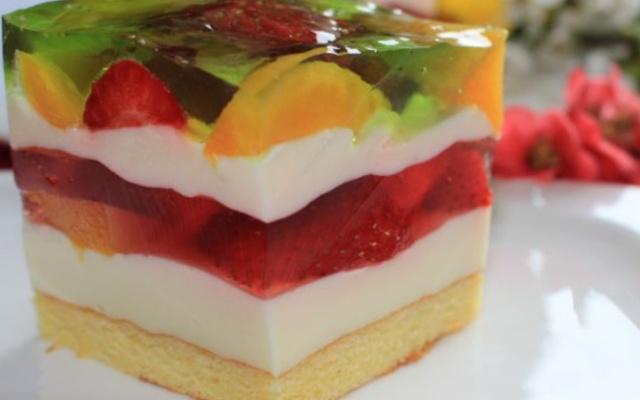 Літній пляцок з ягодами
