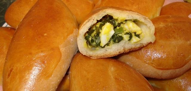 Пиріжки з яйцем, рисом і зеленою цибулею