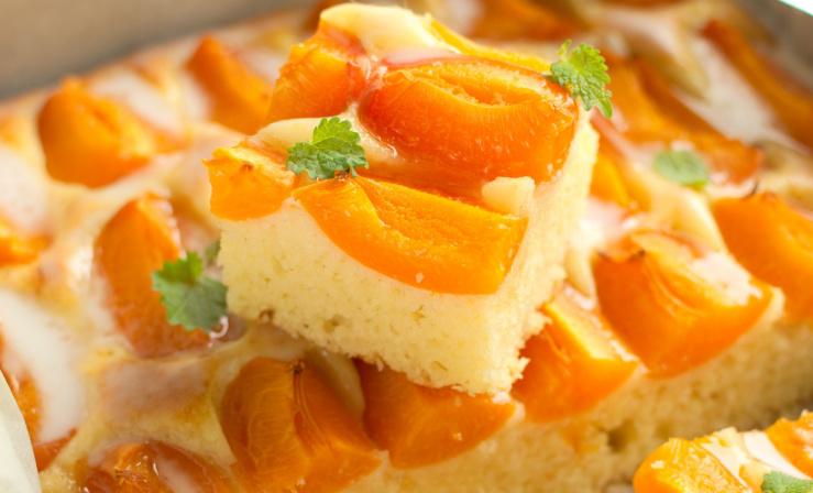 Простий пиріг з абрикосами