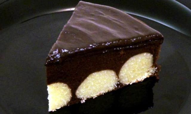 Шоколадний пиріг з сирними кульками в мультиварці